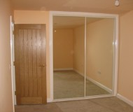 Bedroom with built in wardrobe with mirrored doors